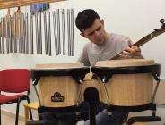 Otizmli Murat 10 farklı enstrüman çalıyor