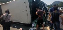 Antalya'da turist otobüsü ile iki otomobil çarpıştı! Ölü ve yaralılar var