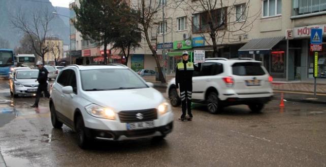 """Amasya'da sürücülerin okul önlerinde maket polis"""" uygulaması başlatıldı"""