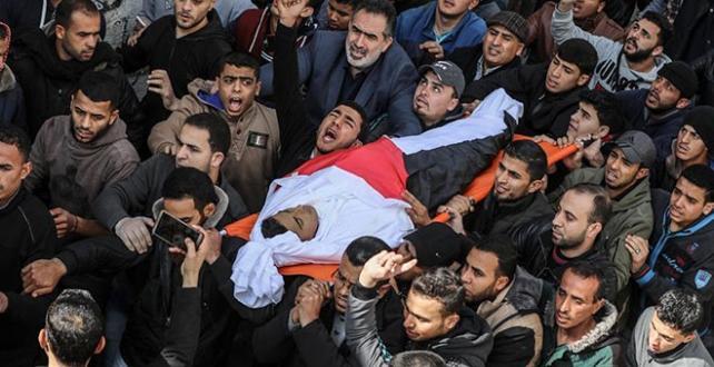 Şehit edilen Hamza Muhammed İştivi, yüzlerce Filistinlinin katıldığı törenle uğurlandı