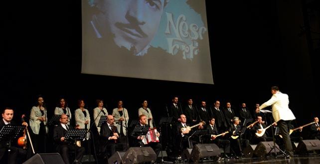 """Bursa `da """"Bozkırın tezenesi"""" olarak bilinen Neşet Ertaş'ın anısına konser verdi"""