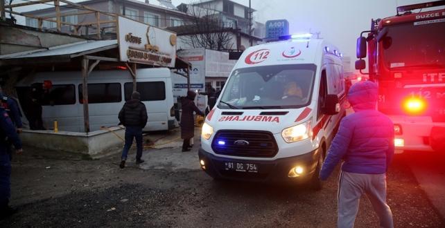 Düzce'de işçileri taşıyan minibüsün otomobile çarpması sonucu