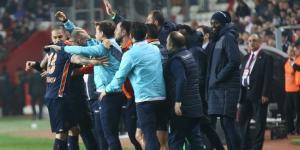 Medipol Başakşehir en yakın rakibi Galatasaray ile puan farkını 6'ya çıkarıp liderliğini sürdürdü