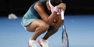 Japon raket Naomi Osaka,çıktığı ilk maçta Dubai'de Mladenovic'e kaybetti