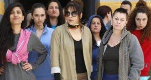 Ünlü oyuncu Hülya Şen,Avlu dizisinden ayrılacağını açıkladı