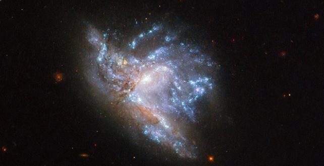 ABD Havacılık ve Uzay Dairesi (NASA), iki galaksi çarpışmasının son evresinin görüntüsünü yayınladı