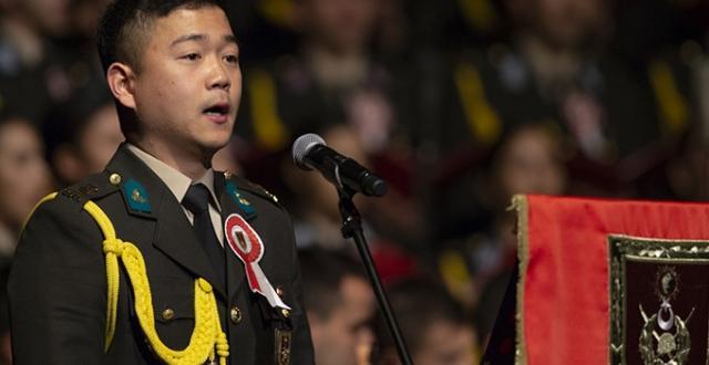 Güney Koreli askeri öğrenci, Çanakkale Türküsü'nü seslendirdi