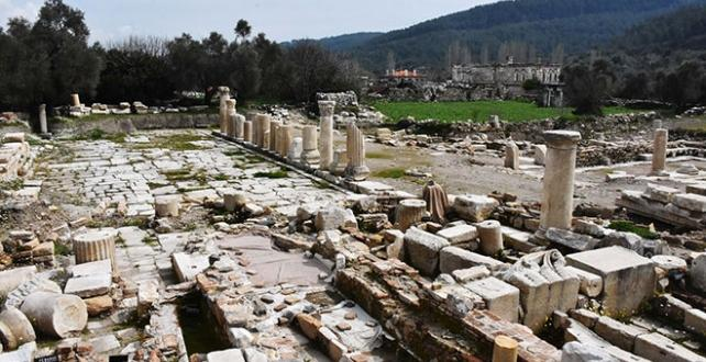 Muğla'nın Yatağan ilçesinde  Stratonikeia Antik Kenti'ndeki mezarlar, kentin girişinde oluşturulan alanda sergilenecek