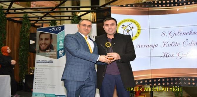 Avrasya tüketicileri kuruma derneği tarafından Ödül töreninde en iyi yemek programı ve sunucusu ödülüne layık görülen şef abdullah usta