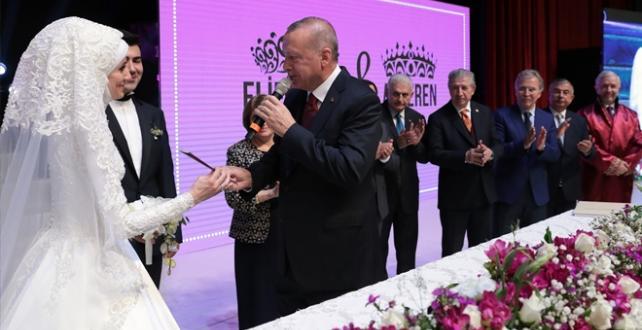 Cumhurbaşkanı Erdoğan, TBMM Anayasa Komisyonu Başkanı Bekir Bozdağ'ın oğlunun nikah şahidi oldu