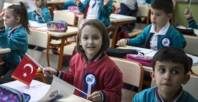 Sağlık Bakanı Koca, okul çağındaki çocuklara sağlık karnesi verilmesine yönelik Çalışma olacak