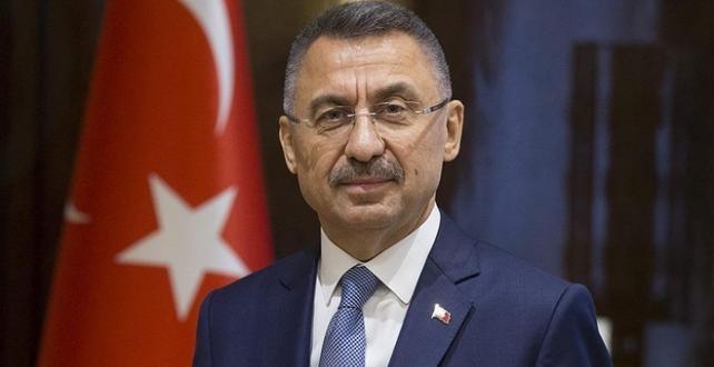 Cumhurbaşkanı Yardımcısı Fuat Oktay,milli sporcu Rıza Kayaalp ile Taha Akgül'ü kutladı