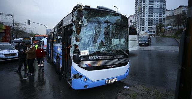 Ankara'da özel halk otobüsünün belediye temizlik aracına çarpması sonucu 10 kişi yaralandı