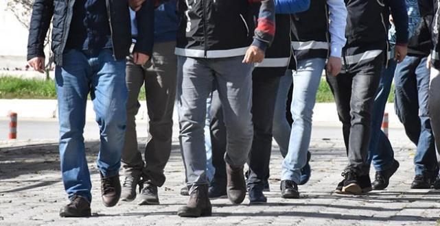 Ankara'da alışveriş merkezlerinde hırsızlık yapan Gürcistan uyruklu 3 kişi düzenlenen operasyonla yakalandı