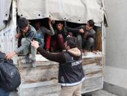 Erzincan'da kamyon kasasında 100 düzensiz göçmen yakalandı