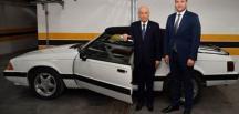 """MHP Genel Başkanı Bahçeli, """"Mustang"""" marka klasik otomobilini, partisinin Kayseri Milletvekili Ersoy'a verdi"""