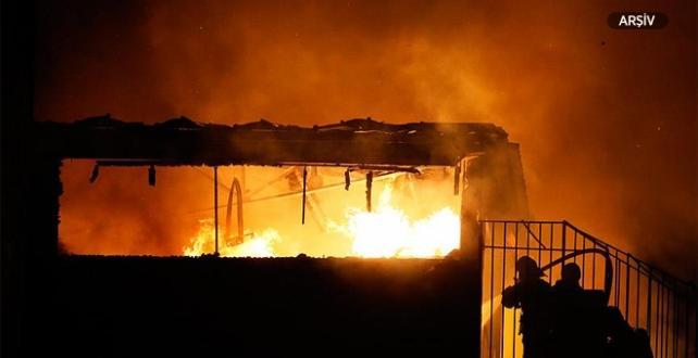 Mersin'in merkez Akdeniz ilçesindeki bir strafor fabrikasında  Yangın
