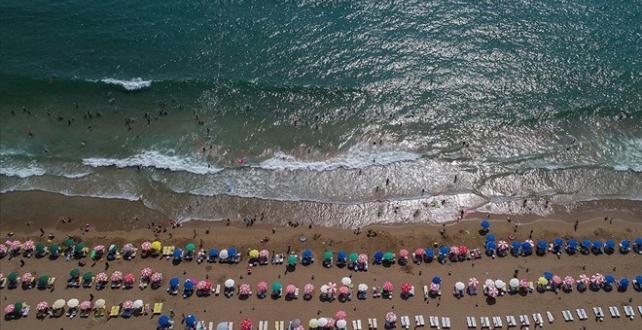 Antalya'ya 4,5 ayda gelen turist sayısı, geçen yıla göre yüzde 24'lük artışla 2 milyon 347 bine ulaştı