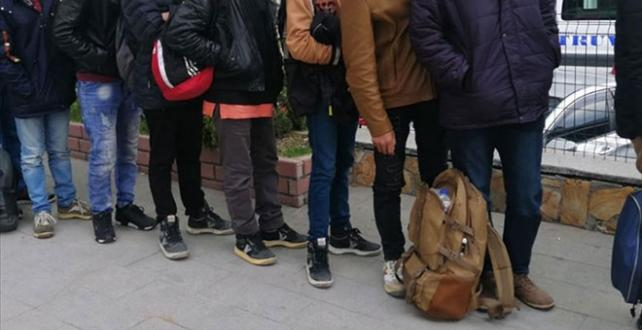 Edirne ve Tekirdağ'da yurt dışına çıkma hazırlığındaki 333 düzensiz göçmen yakalandı