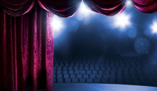 """Devlet Tiyatroları tarafından ilki geçen sezon gerçekleştirilen """"Nöbetçi Tiyatro"""" uygulaması"""