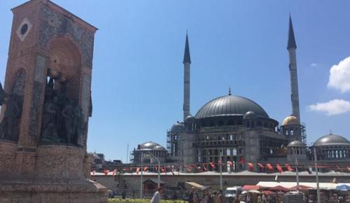 İstanbul Taksim Meydanı'nda 2 yıl önce temeli atılan caminin yıl sonu ibadete açılması hedefleniyor