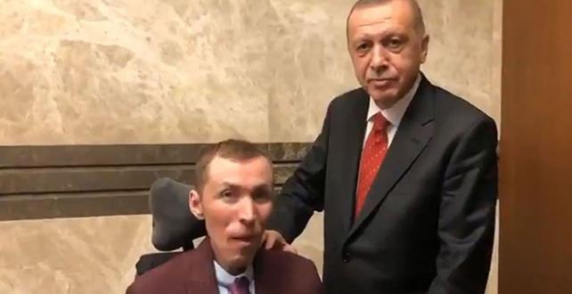 Cumhurbaşkanı Erdoğan, DMD hastası Çağlar Özyiğit ile bir araya geldiği videoyu paylaştı