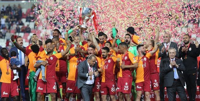 Ziraat Türkiye Kupası finalinde Akhisarspor'u 3-1 yenen Galatasaray, şampiyon oldu