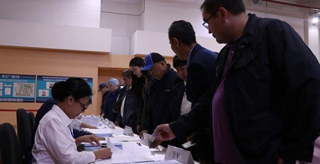 Kazakistan'da seçmenler, cumhurbaşkanlığı seçimi için  sandık başında
