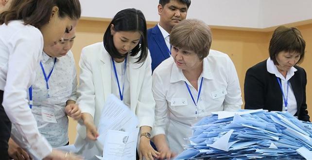 Kazakistan'daki cumhurbaşkanlığı seçimlerinde oy kullanma işlemi tamamlandı, sayıma geçildi