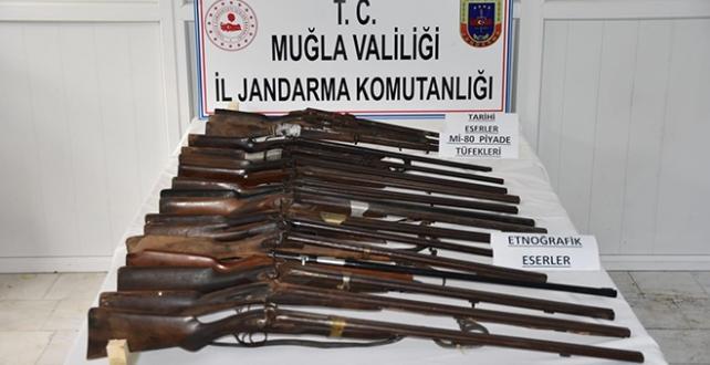 Muğla'da tarihi eser değeri taşıyan 14 av tüfeği ile 3 piyade tüfeği ele geçirildi, 2 kişi gözaltına alındı