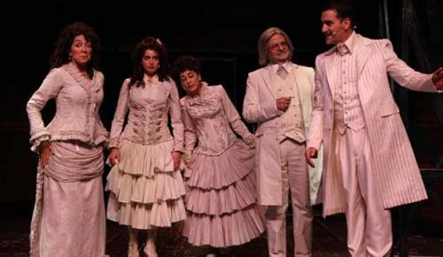 """Felatun Bey ile Rakım Efendi"""" oyunu Harbiye Cemil Topuzlu Açıkhava Tiyatrosu'nda seyirciyle buluştu"""
