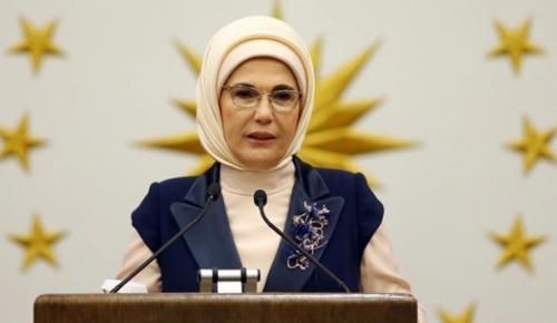 """Emine Erdoğan, """"Darbe girişimine gövdesini siper eden bu aziz milletin mensubu olmaktan büyük gurur duyuyorum"""