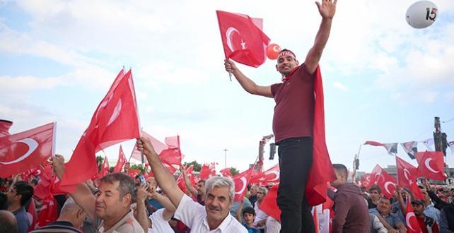 """""""15 Temmuz Demokrasi ve Milli Birlik Günü Buluşması"""" için vatandaşlar, Atatürk Havalimanı'na geliyor"""