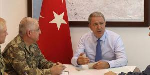 Milli Savunma Bakanı Hulusi Akar,TSK) komuta kademesi ile Suriye sınırındaki birliklerde inceleme ve denetlemelerde bulunuyor