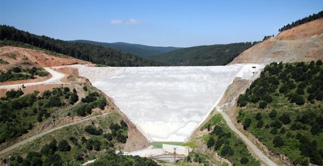 Sapanca Gölü'nde Akçay Barajı'nın bu yılın sonunda su tutmaya başlayacağı bildirildi