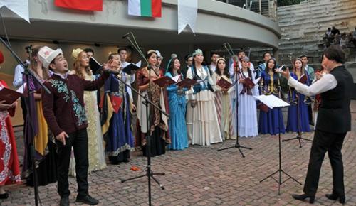 Bulgaristan'da Uluslararası Türk Kültürü Teşkilatı Gençlik Korosu konser verdi