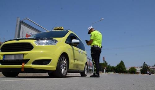 Emniyet Genel Müdürlüğü, ülke genelinde 17 bin 438 personelle 2 bin 660 noktada taksi denetimi yaptı