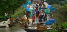 Hindistan'da  son birkaç gündür etkili olan şiddetli yağışların yol açtığı sellerde en az 67 kişi hayatını kaybetti