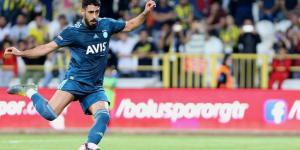 Fenerbahçe, orta saha oyuncusu Tolga Ciğerci'nin sözleşmesini 1 yıl uzattı