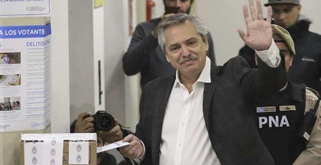 Arjantin'de ön seçimimlerinde muhalif Alberto Fernandez, açılan sandıklardaki geçerli oyların yüzde 47'sini aldı