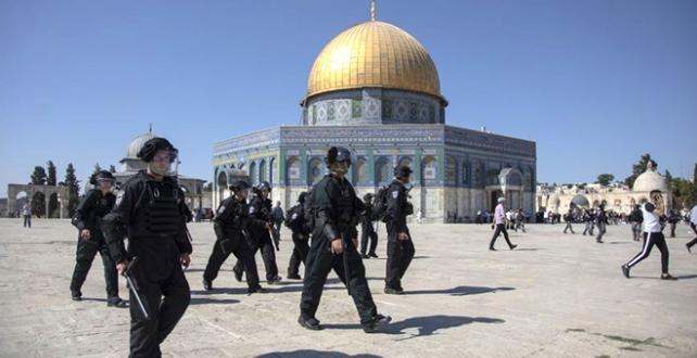 İİT `den Yahudilerle birlikte Kudüs'teki Mescid-i Aksa'ya baskın düzenleyen İsrail polisinin ibadet eden Müslümanlara saldırmasını şiddetle kınadı