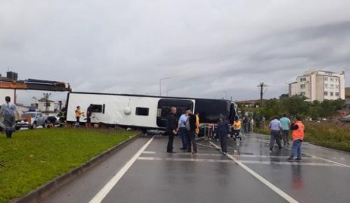 Çanakkale'de otobüsünün devrilmesi sonucu 1 kişi hayatını kaybetti, 28 kişi yaralandı