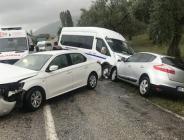 Bursa'da servis minibüsünün de karıştığı 4 araçlı kazada 18 kişi yaralandı