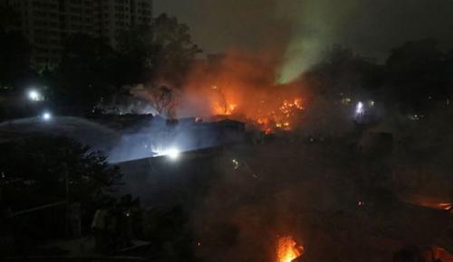 Bangladeş'te çıkan yangında 50 bin kişinin evi kül oldu