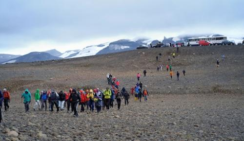 İzlanda'da, küresel ısınma sonucu eriyen 700 yaşındaki Buzul için tören