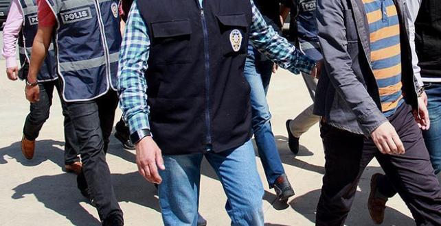 İzmir'de hücre evlerine düzenlenen operasyonda 14 şüpheli gözaltına alındı