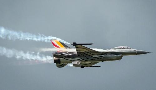 Fransa'nın  Pluvigner kasabasında Belçika'ya ait F-16 savaş uçağı düştü