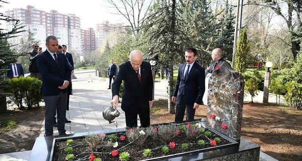 MHP Genel Başkanı Bahçeli, Türkeş'in, vefatının 23. yılında Anıtmezarını ziyaret etti.