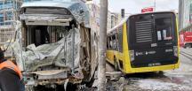 İstanbul Sultangazi'de raydan çıkan tramvay ile otobüs çarpıştı