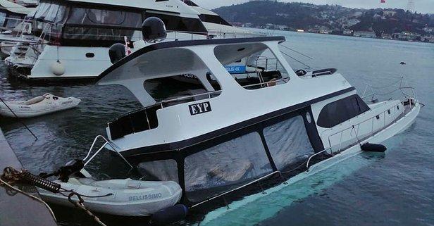 İstanbul Beşiktaş'ta lüks bir gezi teknesi battı